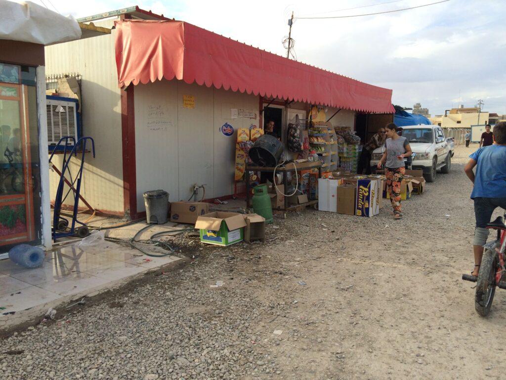 Commerce dans le camp d'Ashti à Erbil