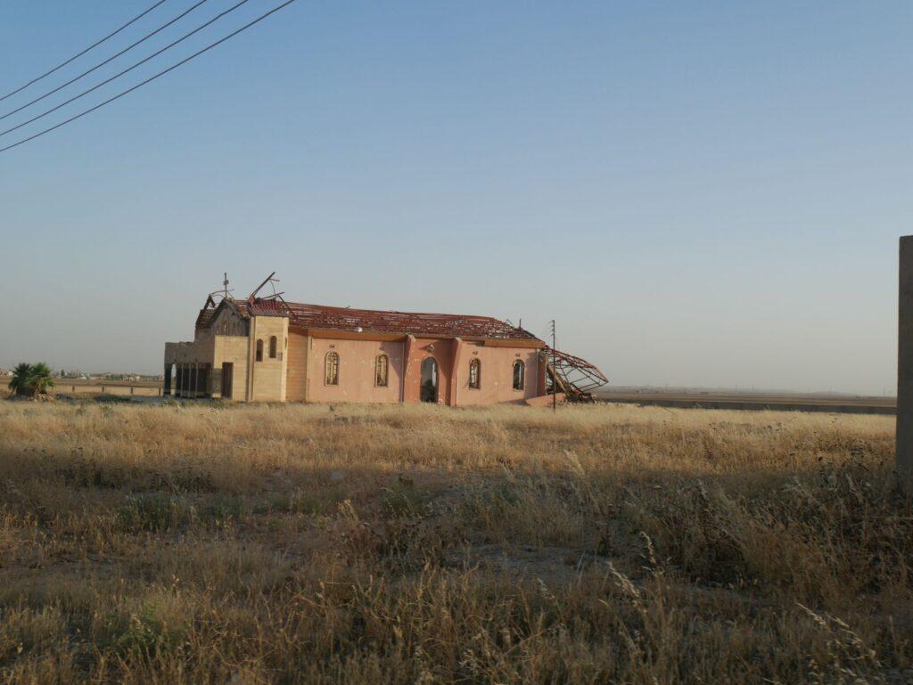 Église brûlée par Daech dans la plaine de Ninive