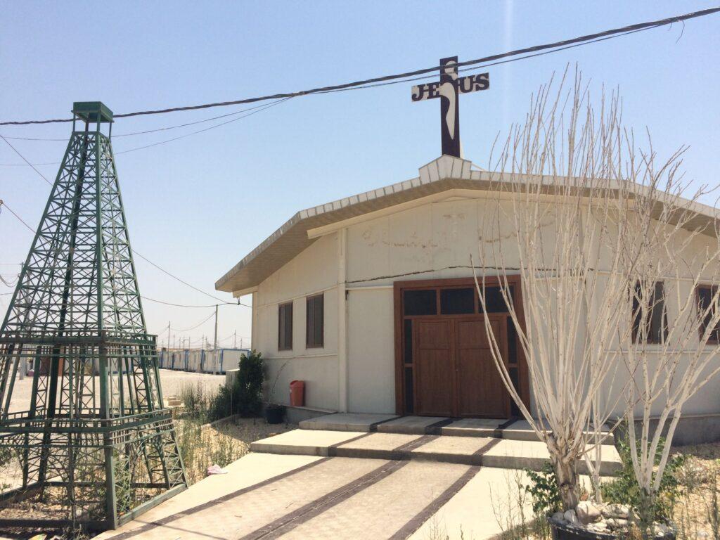 Église construite en structure mobile dans le camp d'Ashti à Erbil