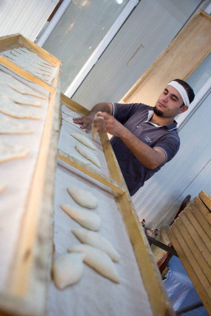 Boulanger dans le camp d'Ashti à Erbil