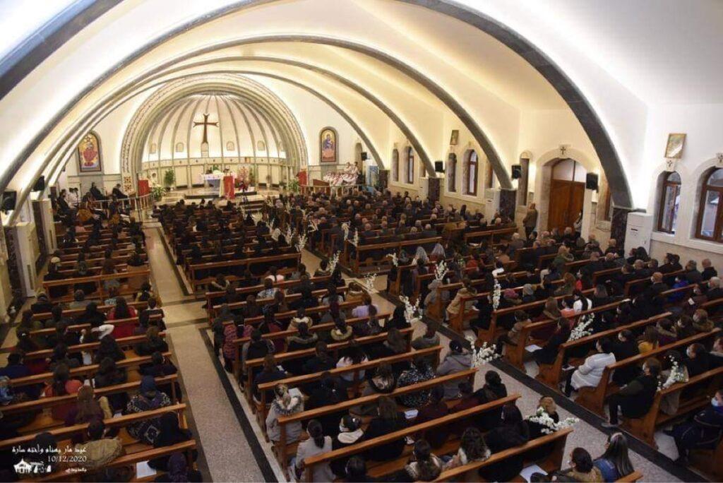 Une messe à Qaraqosh en 2020 après rénovation